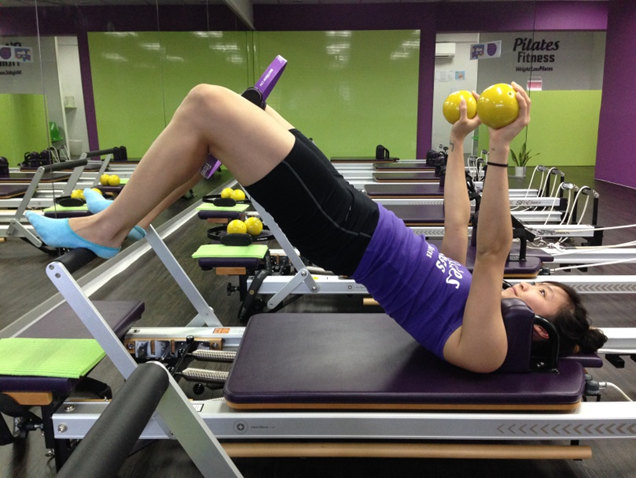 pilates-fitness-ring-hip-roll